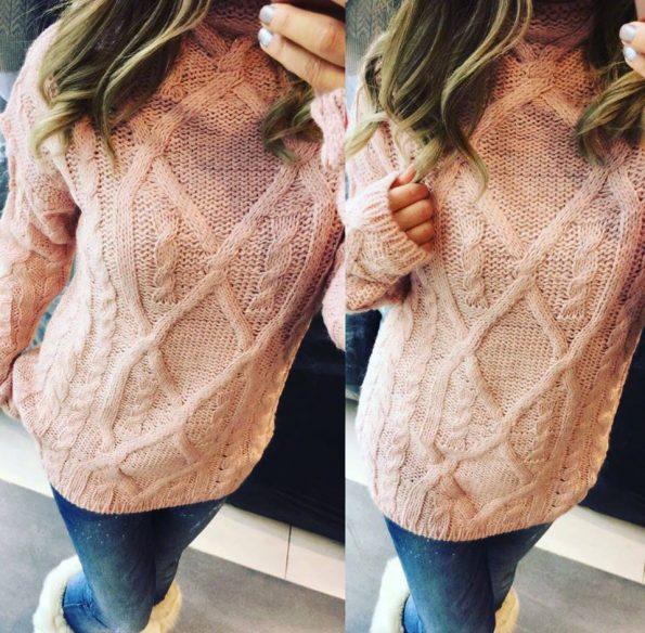 Мек розов пуловер