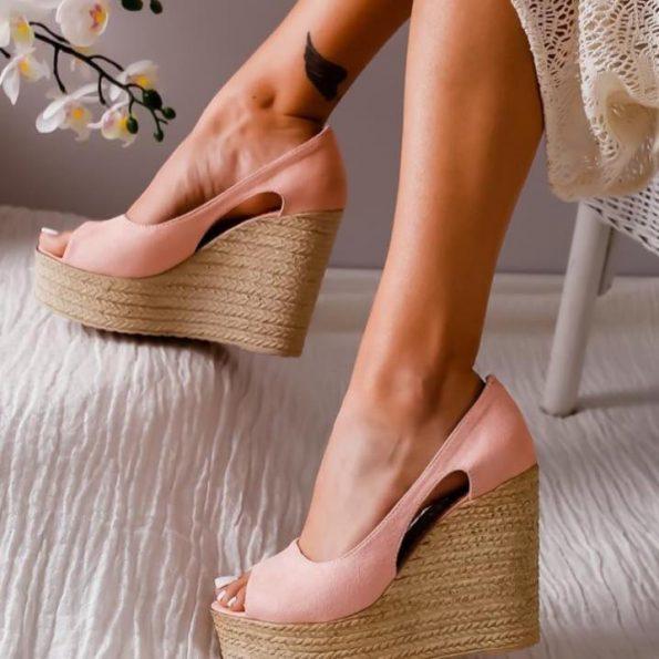 Страхотни розови сандали на подметка