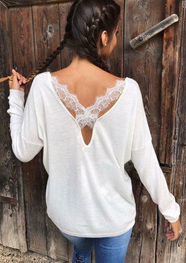 Бял пуловер с дантела на гърба