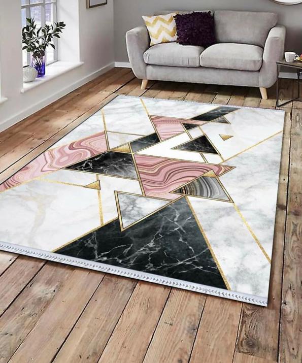 Бяло килимче с цветни триъгълници